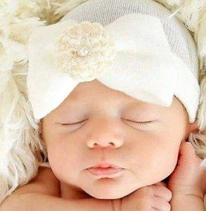 Baby mutsje ziekenhuis 1e mutsje Wit Parel Bloem